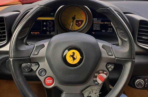 Csapj a lovak közé egy Ferrari 458 Italia nyergében!