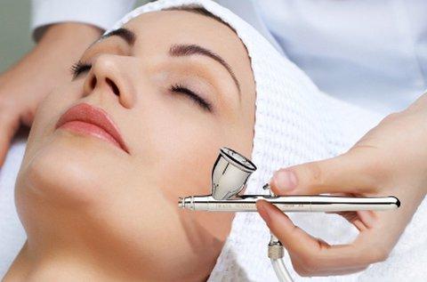 Egészséges, sima arcbőr OxyJet Lifting kezeléssel