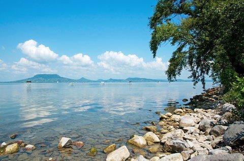 Elő- vagy utószezoni lazítás a Balaton partján