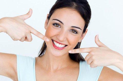 Csillogó fogak ultrahangos fogkő-eltávolítással