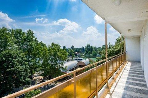 Hűsítő lazítás a Balaton partján, Siófokon