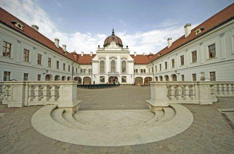 Nyári feltöltődés kastélybelépővel Gödöllőn