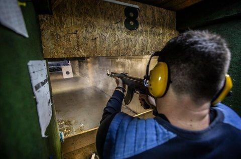 Zombivadászat fedett lőtéren, 112 tölténnyel