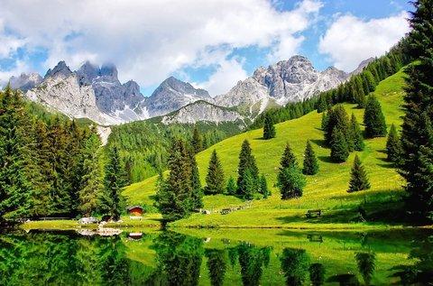 Alpesi kikapcsolódás fürdőbelépővel Ausztriában