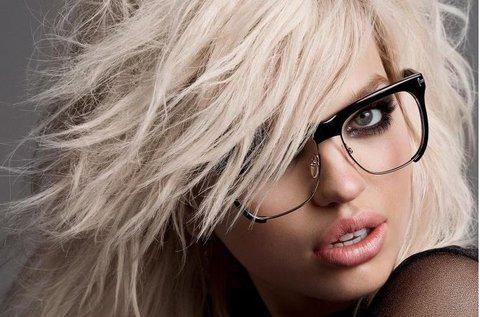 Személyre szabott szemüveg divatos kerettel