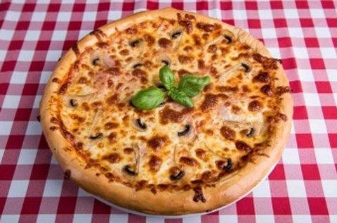 32 cm-es pizza 1 korsó csapolt sörrel