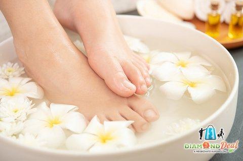 Egészséges, ápolt lábak esztétikai pedikűrözéssel