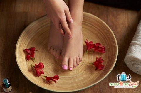 Géllakkozás kézre és lábra esztétikai pedikűrrel