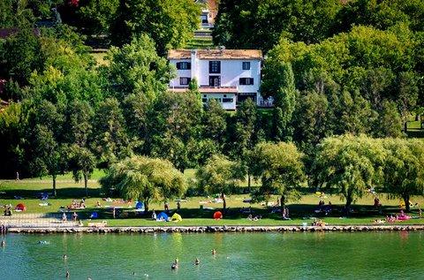 Felhőtlen nyár végi felfrissülés Balatonlellén