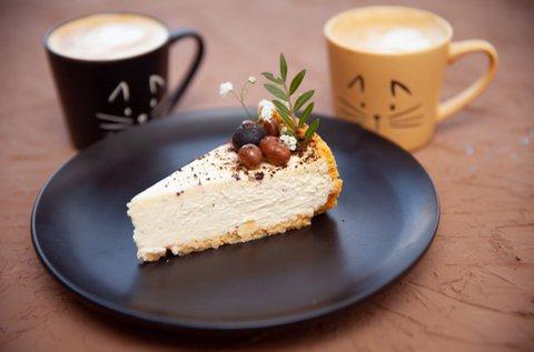Tortaszelet és cappuccino 2 főnek Hévízen
