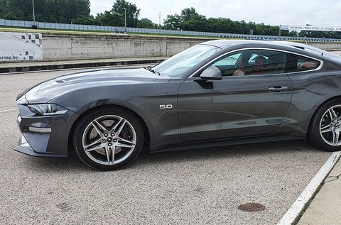 Próbálj ki egy automata váltós Ford Mustang GT-t!