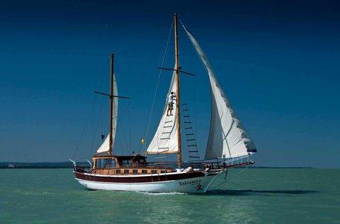 1 órás vitorlás yacht bérlés a Balatonon