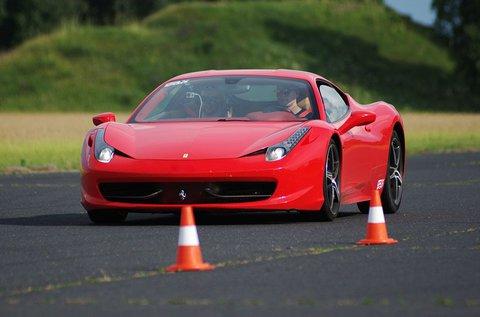 Próbálj ki egy Ferrari 458 Italiát 2 körön át!