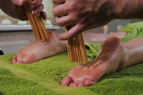 60 perces thai talpmasszázs bambuszpálcával