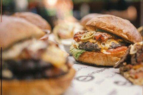 Választható óriás hamburger menü elvitelre
