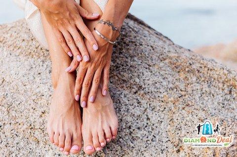 Nőies kezek, ápolt lábak géllakkozással