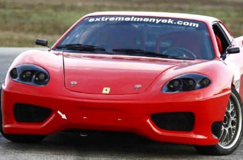 Féktelen száguldás egy Ferrari 360 Replikával
