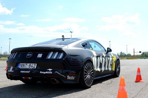 Repessz 8 körön át egy Ford Mustang GT-vel!