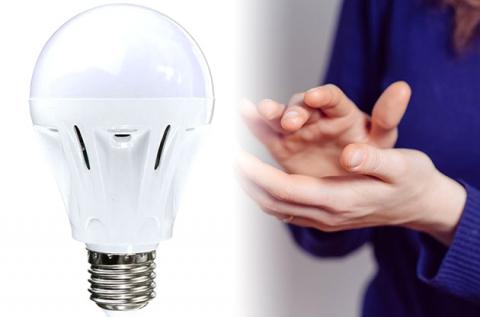 9 W-os tapsolásra kapcsoló, hangérzékelős LED izzó