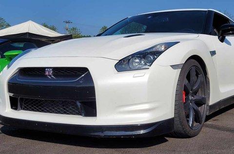 10 körös száguldás egy Nissan GT-R sportautóval