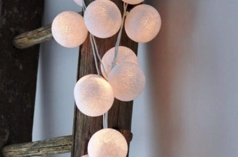 Fehér LED fényfüzér 10 db gömbbel