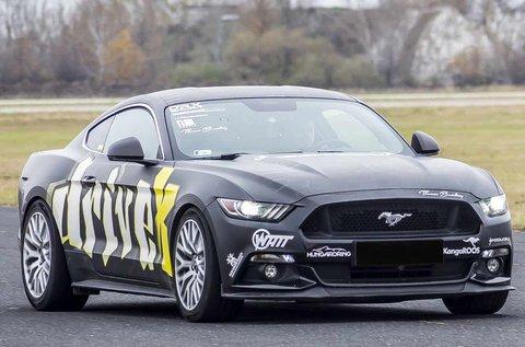 4 körös vezetés egy Ford Mustang GT-vel