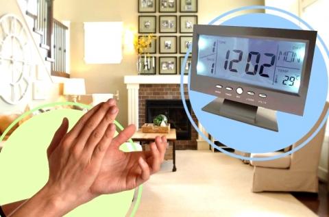 Hangvezérléssel és csettintéssel irányítható óra