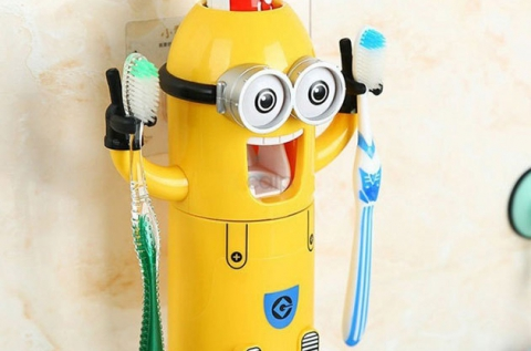 Minionos automata fogkrémadagoló