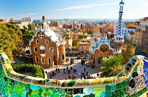 Felejthetetlen kikapcsolódás Barcelonában repülővel