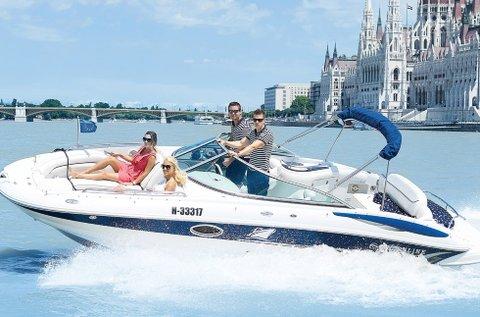 1 órás dunai városnézés egy motoros jachttal