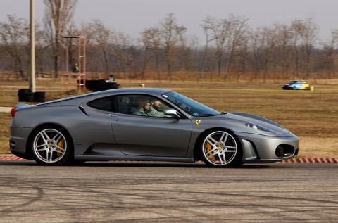 6 kör vezetés egy 490 lóerős Ferrari F430 F1-gyel