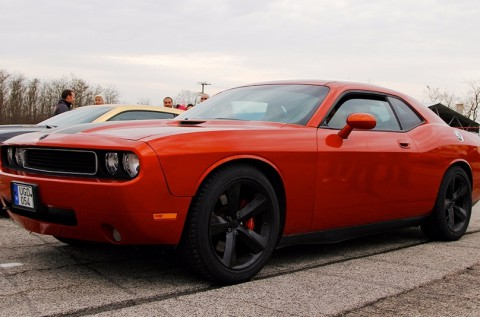 6 körös vezetés 500 lóerős Dodge Challenger-rel