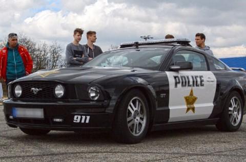 10 körös Ford Mustang GT Police vezetés
