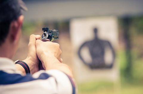 Pisztoly és puska lövészet 5 fegyverrel, 56 lövéssel
