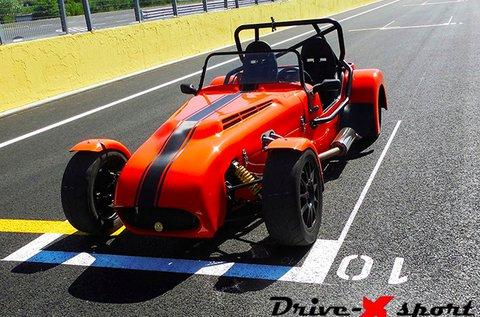 2 körös vezetés egy Lotus Super 7 versenyautóval