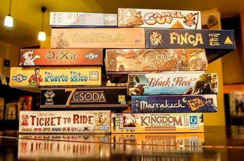 3 óra játék 4 fő részére 600 féle társasjátékkal