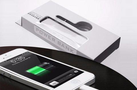 2600 mAh-s Power Bank fekete vagy fehér színben