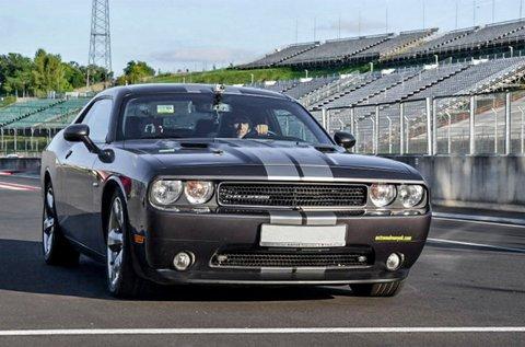 Vezess egy Dodge Challenger izomautót!