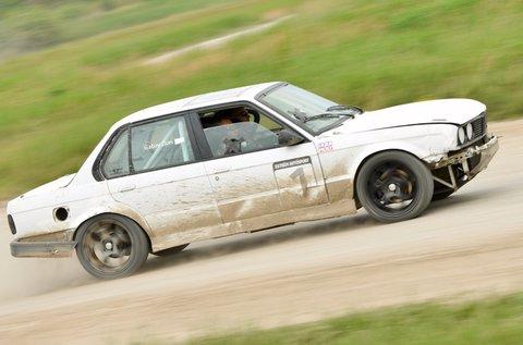Száguldj egy BMW E30-cal 3 körön át!