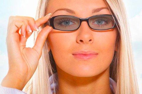 Komplett fényre sötétedő szemüveg