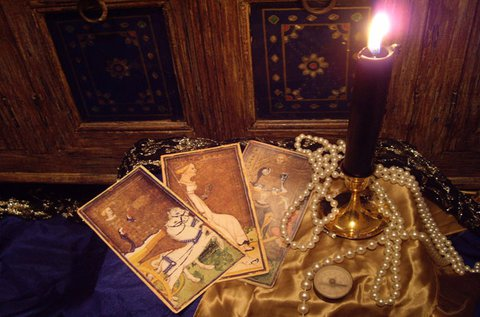 Jóslás tarott, cigány, osho és angyalkártyával