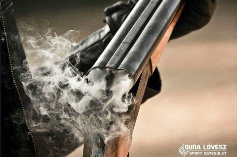 45 lövés 9 mm-es fegyverekkel