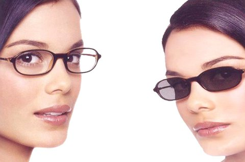 Fényre sötétedő lencsés szemüveg látásvizsgálattal