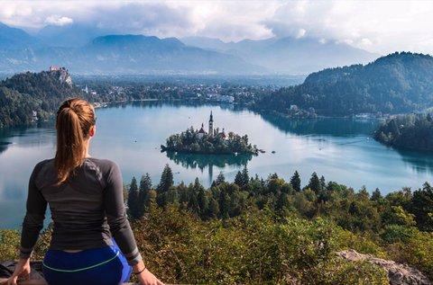 Üdüljetek a lenyűgöző Bledi-tó partján!