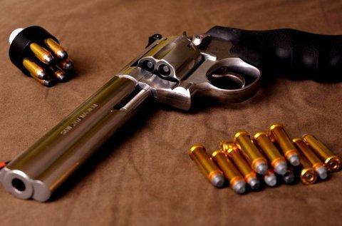 80 lövés akár 5 nagy kaliberű fegyverrel