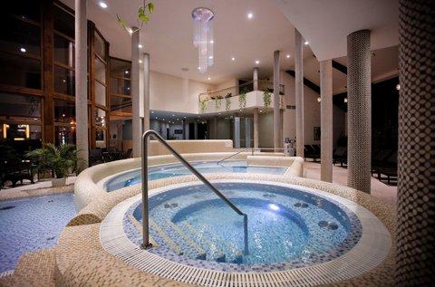 Álompihenés Mórahalmon fürdőzéssel