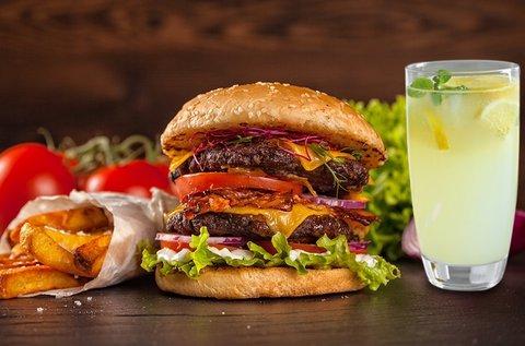 Választható hamburger sültkrumplival, limonádéval