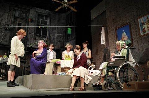 Sógornők című előadás a  Pesti Színházban