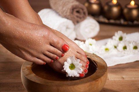 Gyógypedikűr bőrpuhító krémezéssel és polírozással