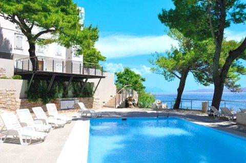 Luxus pihenés a Horvát Riviérán, Omis mellett
